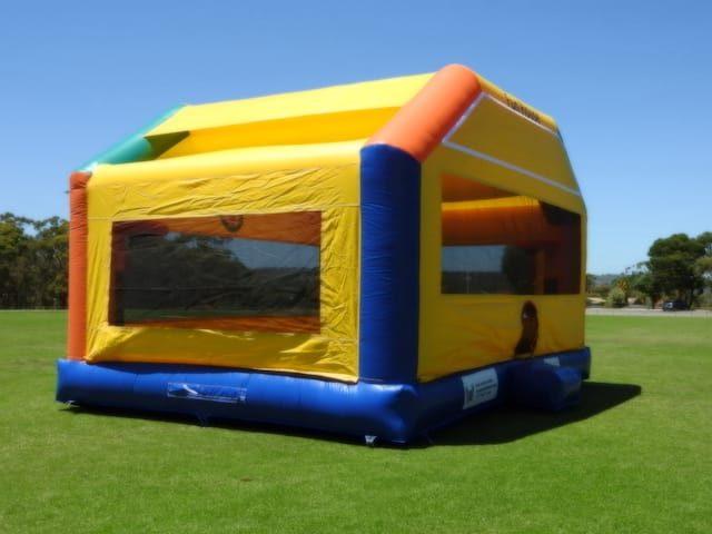 Fun house bouncer castle